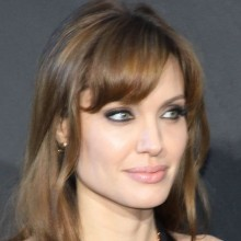 486px-Angelina-Jolie-Salt-Premiere-Berlin-2010